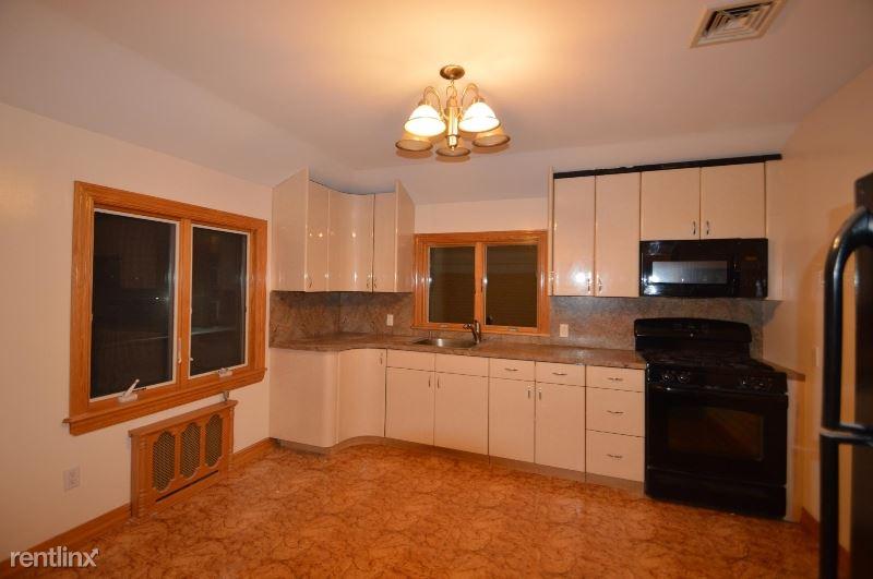 8431 Daniels St, Briarwood, NY - $1,775 USD/ month