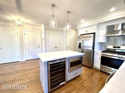 8 Maplewood A, West Roxbury, MA - $3,250 USD/ month
