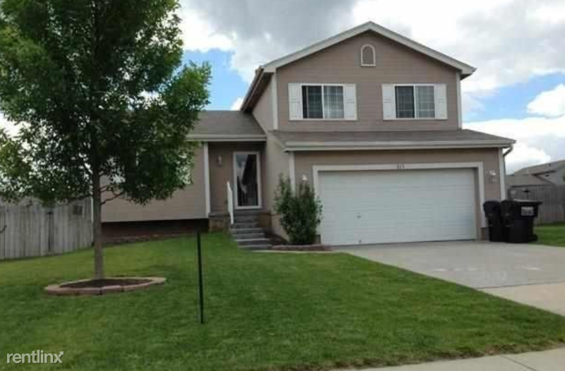 813 Fenwick St, Papillion, NE - $1,725 USD/ month
