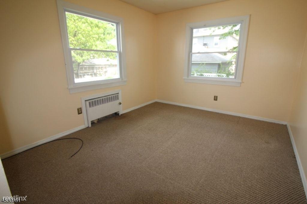 27 Barrington Ave, Clifton, NJ - $1,500 USD/ month