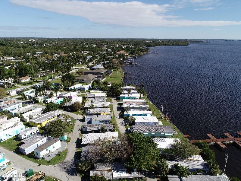 1064 N Tamiami Trl, North Fort Myers, FL - $1,250 USD/ month