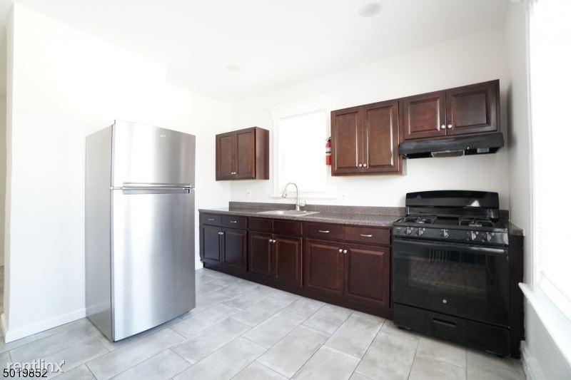 31 Kling St 2, West Orange, NJ - $2,000 USD/ month