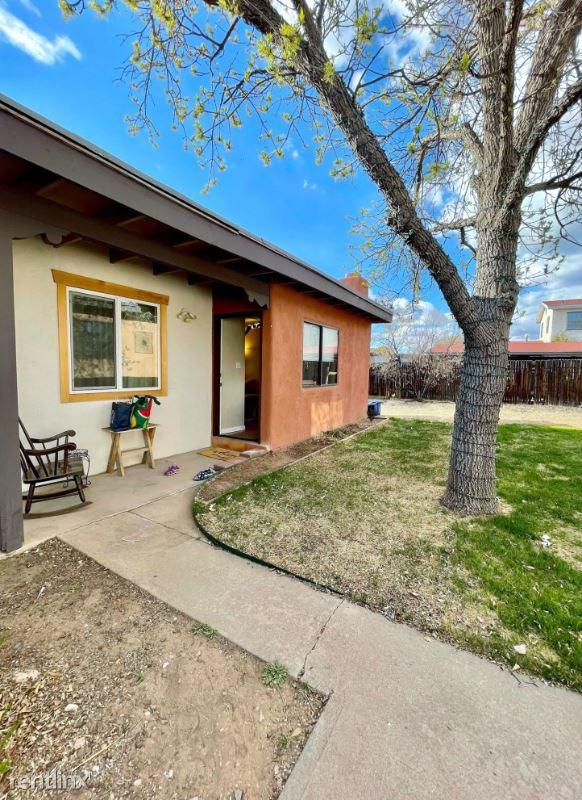 811 Calle Saragosa 4, Santa Fe, NM - $1,800 USD/ month