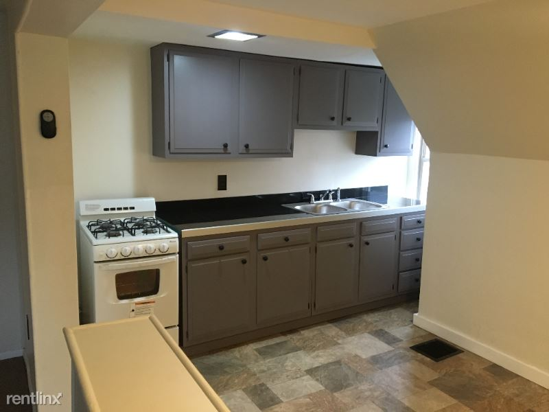 5212 Coral St 3, Pittsburgh, PA - $895 USD/ month