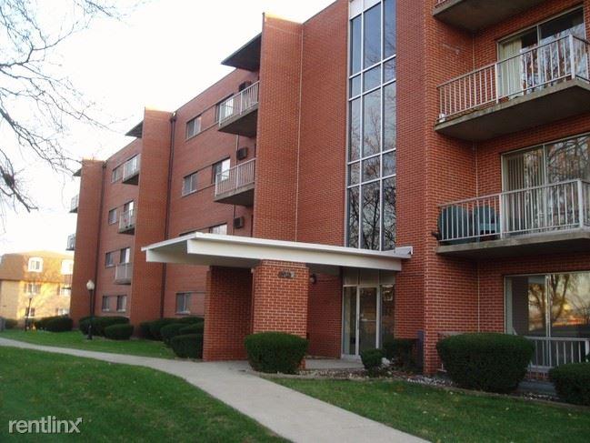 515 East End Ave #302, Calumet City, IL - $900 USD/ month