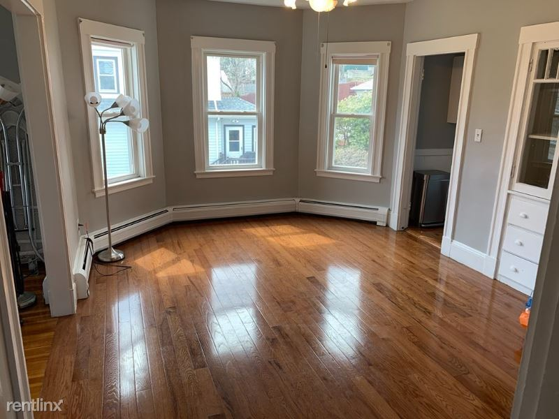 4815  Washington 2, West Roxbury, MA - $2,200 USD/ month