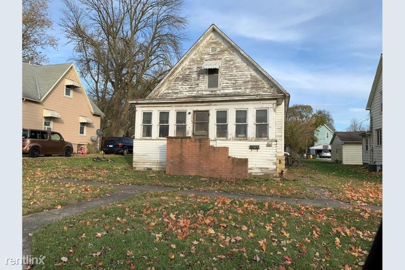 412 N State St 1, Gibson City, IL - $254 USD/ month