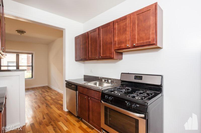 813 W Waveland Ave, Chicago IL 813-N3, Chicago, IL - $3 USD/ month