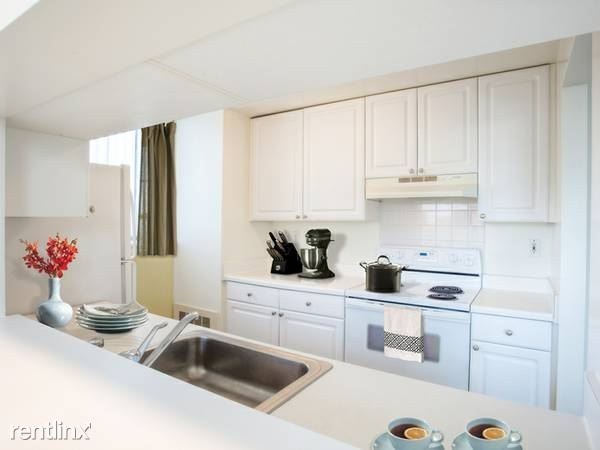 Huguenot St, New Rochelle, NY - $2,730 USD/ month