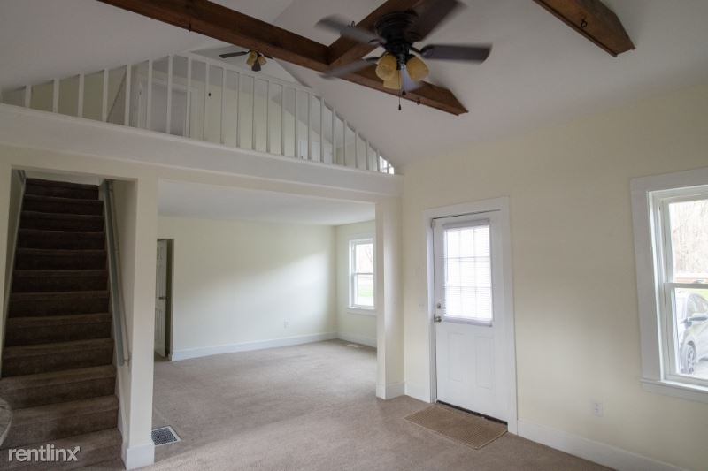 Lake St, Niverville, NY - $1,900 USD/ month