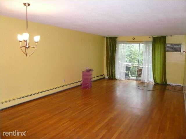 73 Charsbank Rd 202, Newton Center, MA - $2,300 USD/ month