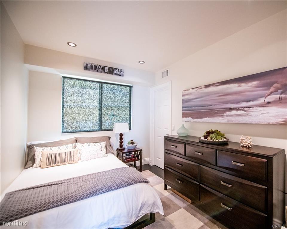 217 Seaview St, Manhattan Beach, CA - $6,300 USD/ month