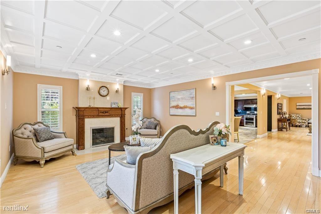 28 W Foothill Blvd, Arcadia, CA - $4,800 USD/ month