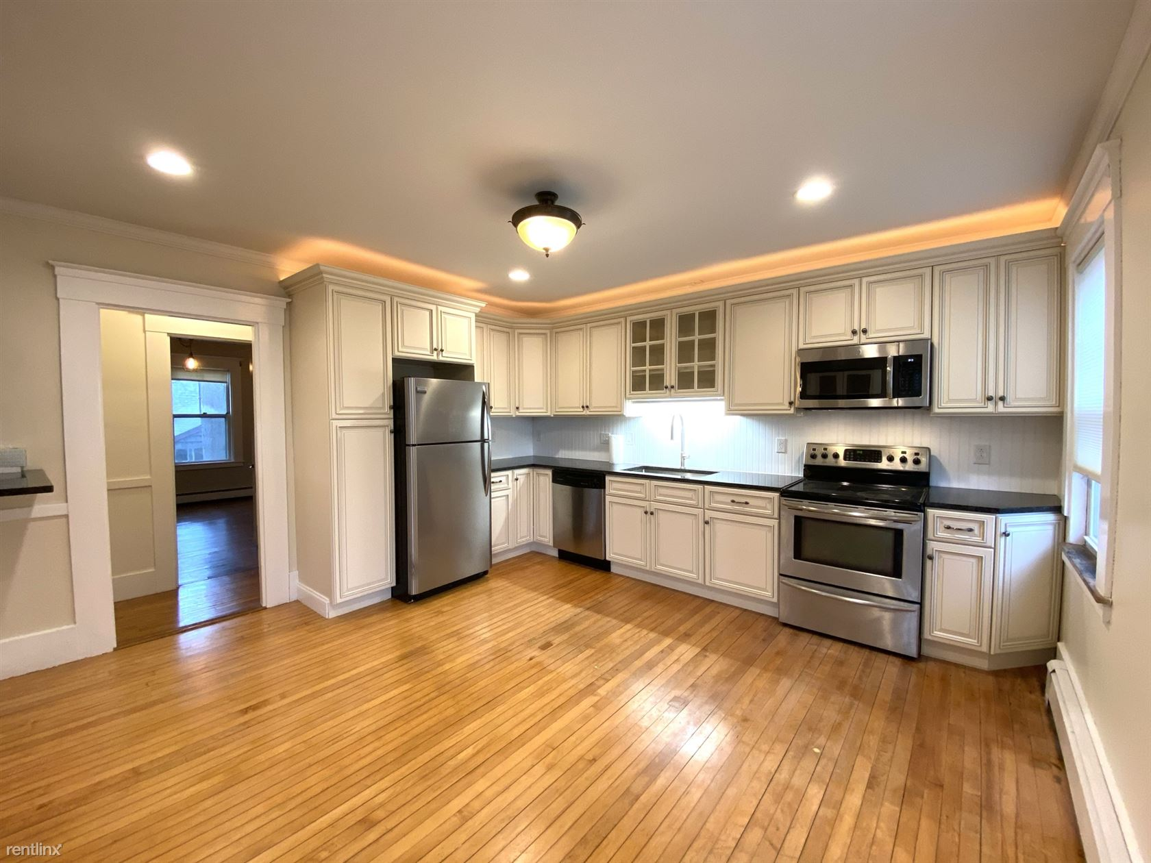 88 Messinger St, Canton, MA - $2,995 USD/ month