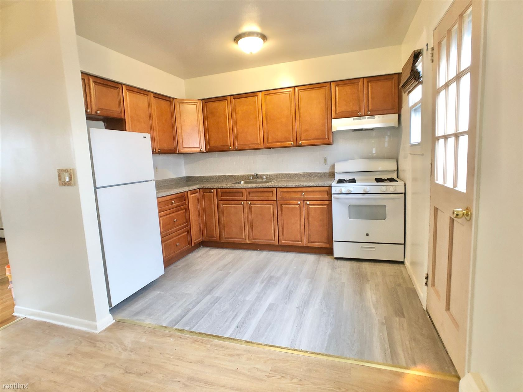 Mount Pleasant Ave, Mamaroneck, NY - $2,150 USD/ month