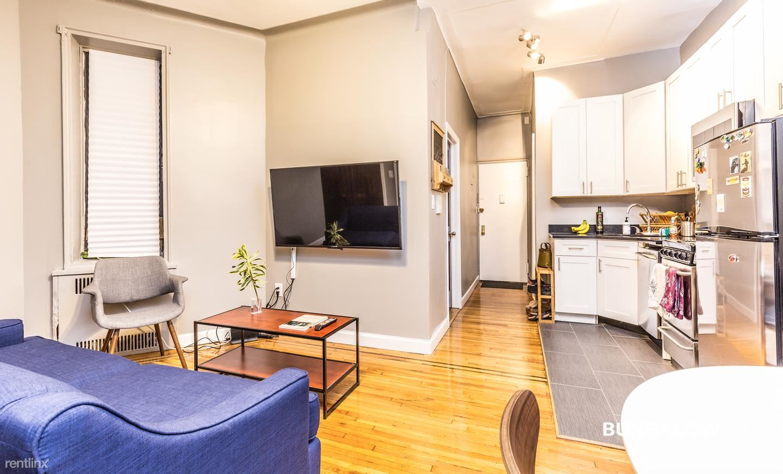 302 E 3rd St, New York, NY - $940 USD/ month