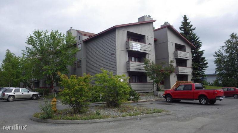 4611 Juneau St 8, 13, Anchorage, AK - $895 USD/ month