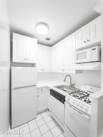 210 E 83rd St, New York, NY - $1,635 USD/ month