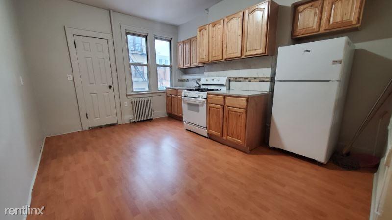 1421 31 road Astoria #2, Astoria, NY - $1,950 USD/ month