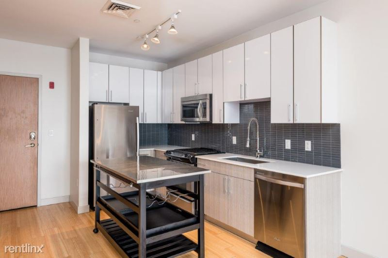 320 D St 32, South Boston, MA - $2,704 USD/ month
