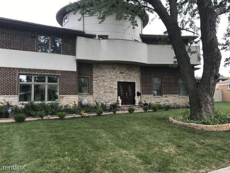9441 Sayre Ave, Morton Grove, IL - $5,700 USD/ month