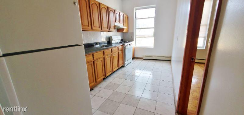 1207 30th Rd, Astoria NY 2R, Astoria, NY - $1,800 USD/ month