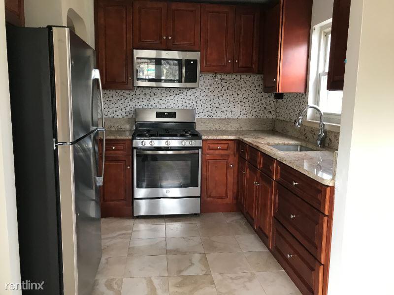 15043 Bayside Ave 2nd Floor, Flushing, NY - $2,100 USD/ month