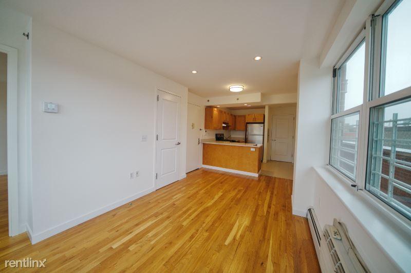 2550 Crescent St 5, Astoria, NY - $2,250 USD/ month
