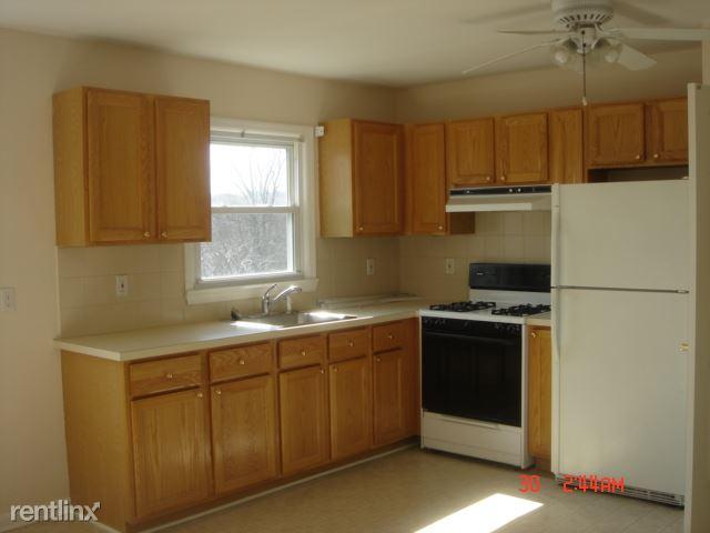 Cedar St, Mamaroneck, NY - $2,300 USD/ month