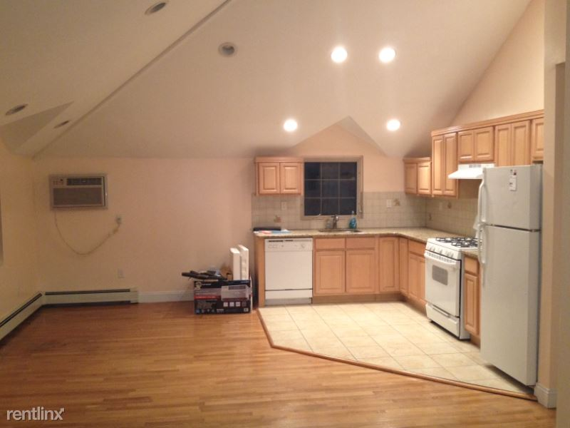 corporal kennedy st, Bayside, NY - $2,700 USD/ month