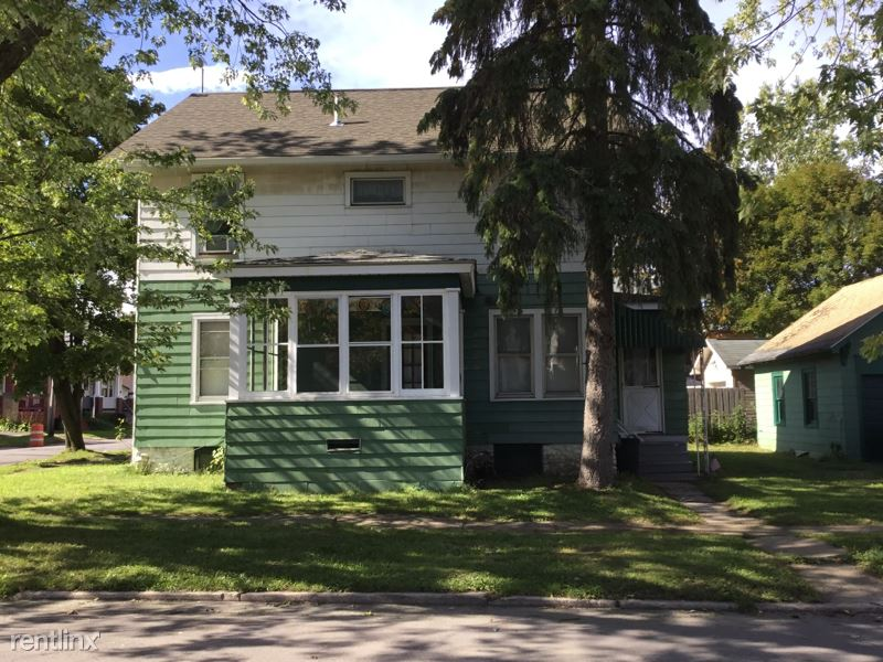 Caroline St.,, Utica, NY - $900 USD/ month