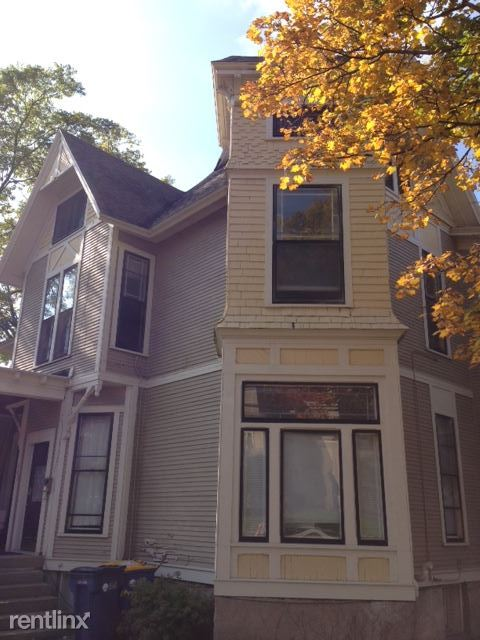 254 Washington St SE Apt 4, Grand Rapids, MI - $1,450 USD/ month