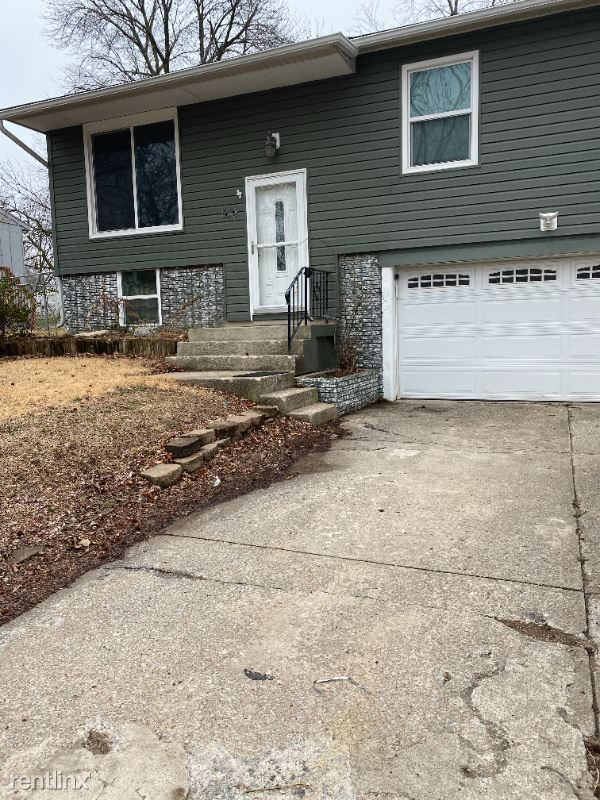539 N Powahatan Drive, Independence, MO - $1,400 USD/ month