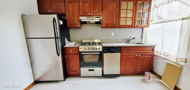 2324 28th Ave, Astoria NY 2F, Astoria, NY - $1,995 USD/ month