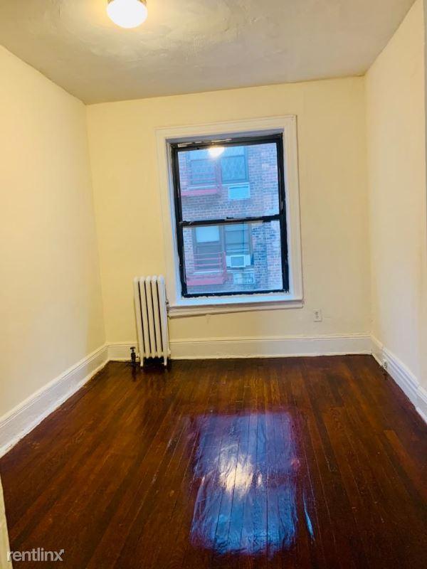 4010 Parsons Blvd, Flushing NY 4, Flushing, NY - $1,950 USD/ month