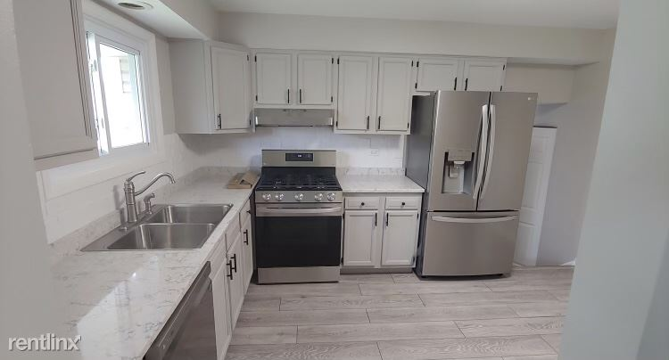 416 Assembly Dr, Bolingbrook, IL - $2,500 USD/ month