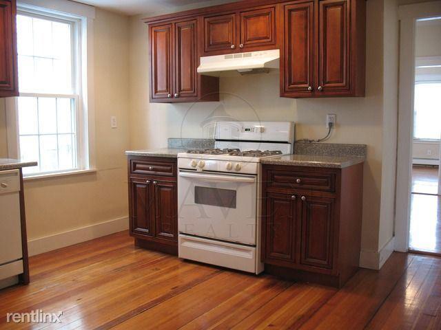835 Fellsway, Medford, MA - $2,300 USD/ month