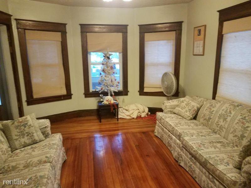 56 Kenyon St, Springfield, MA - $650 USD/ month