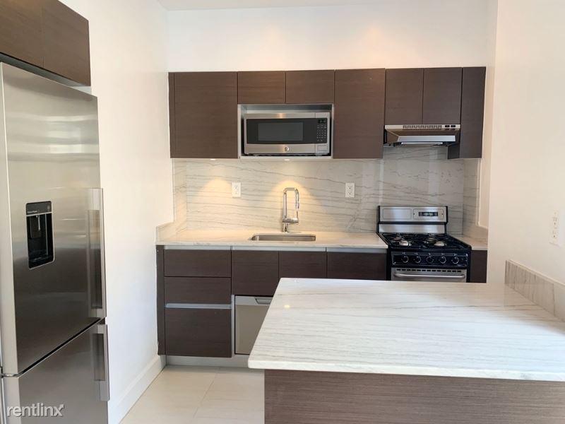 400 E 57th St, New York, NY - $2,750 USD/ month