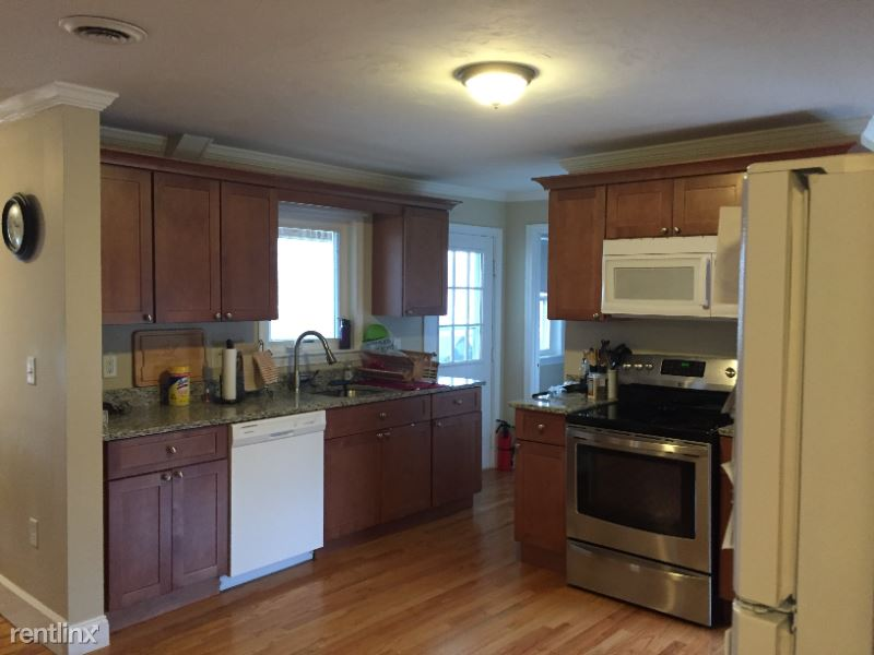 West St, Leominster MA, Leominster, MA - $1,550 USD/ month