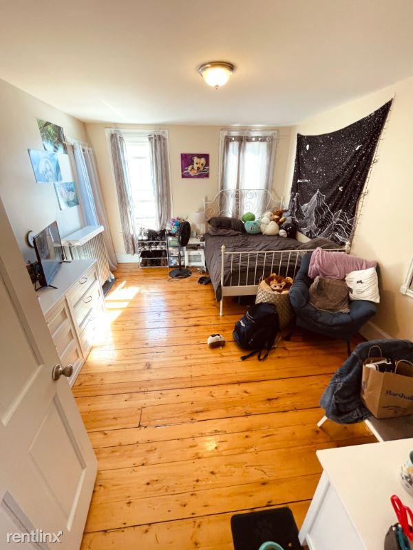 438 Meridian St. 3, Boston, MA - $2,500 USD/ month