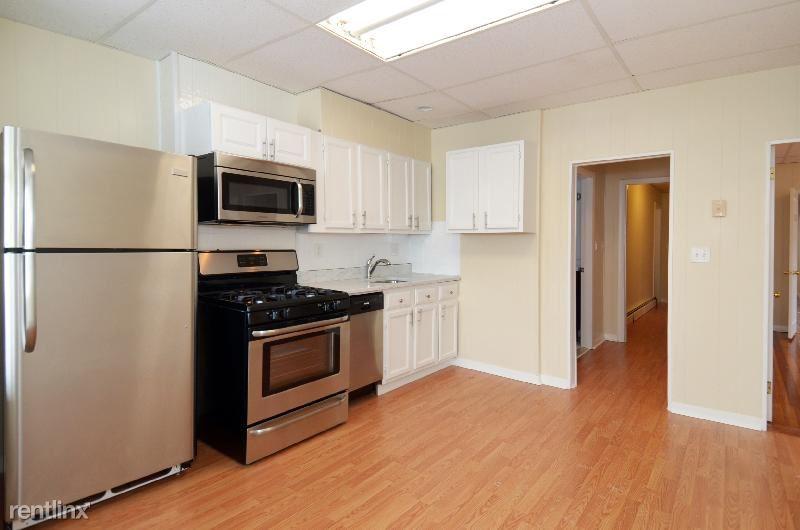 121 Cottage St. 3, Boston, MA - $2,800 USD/ month