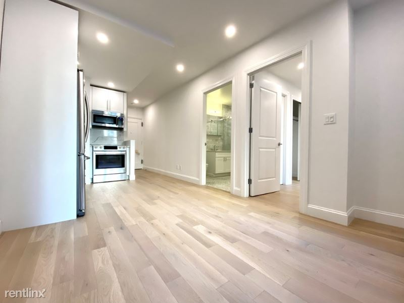 160 East 48th St 3L, manhattan, NY - $4,156 USD/ month