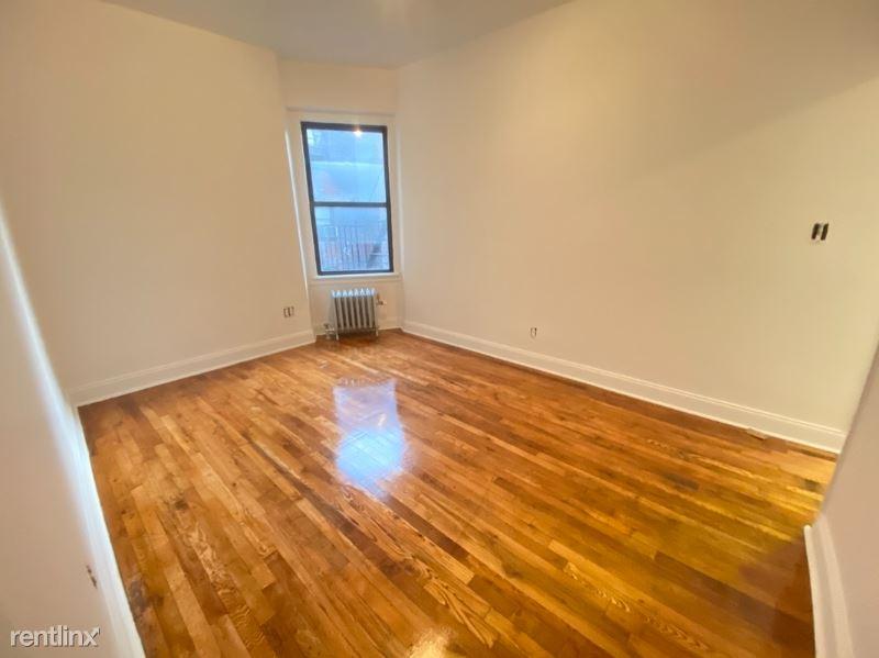 3618 PARSONS BLVD, Flushing, NY - $1,905 USD/ month