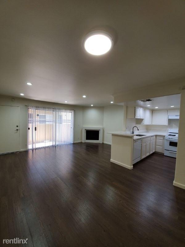 13012 Riverside Dr 8, Sherman Oaks, CA - $2,595 USD/ month