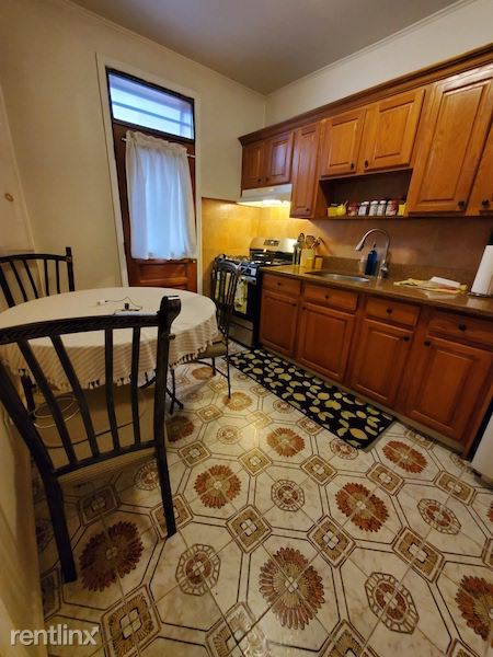 2459 32st, Astoria, NY - $850 USD/ month