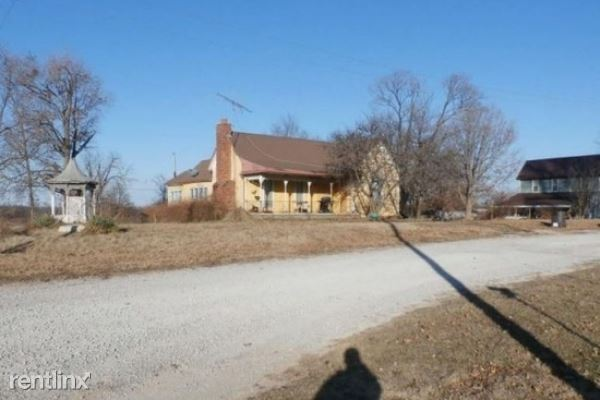 182 W 4th St, Schell City, MO - $390 USD/ month
