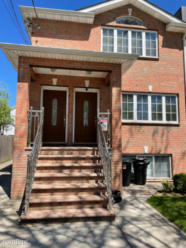 164 27 78th ave 2, Flushing, NY - $2,200 USD/ month