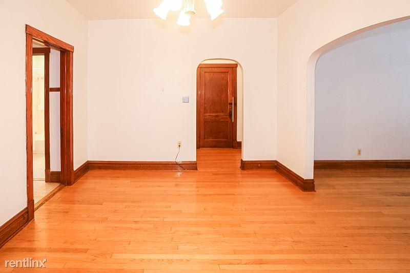 2703 N Sacramento Ave, Chicago IL 2, Chicago, IL - $1,500 USD/ month