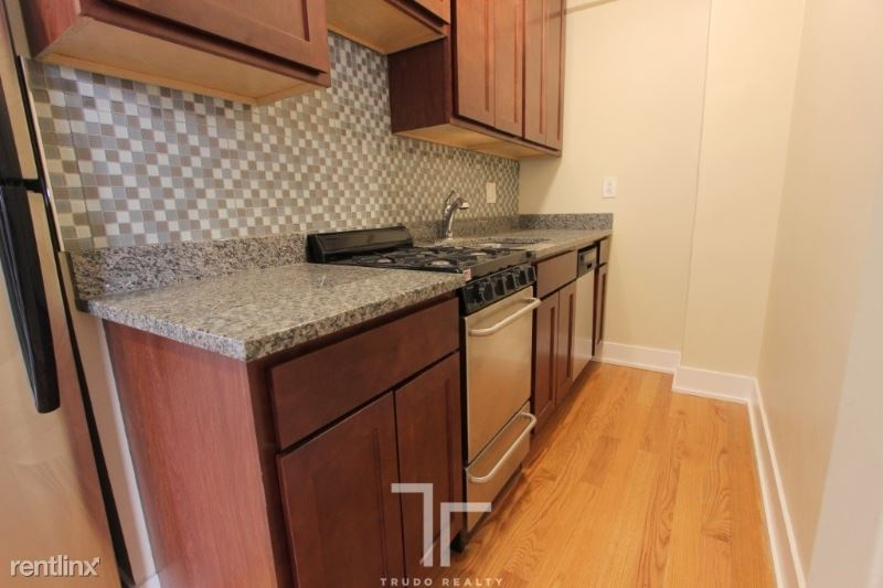 425 W Roscoe St, Chicago, IL - $1,278 USD/ month
